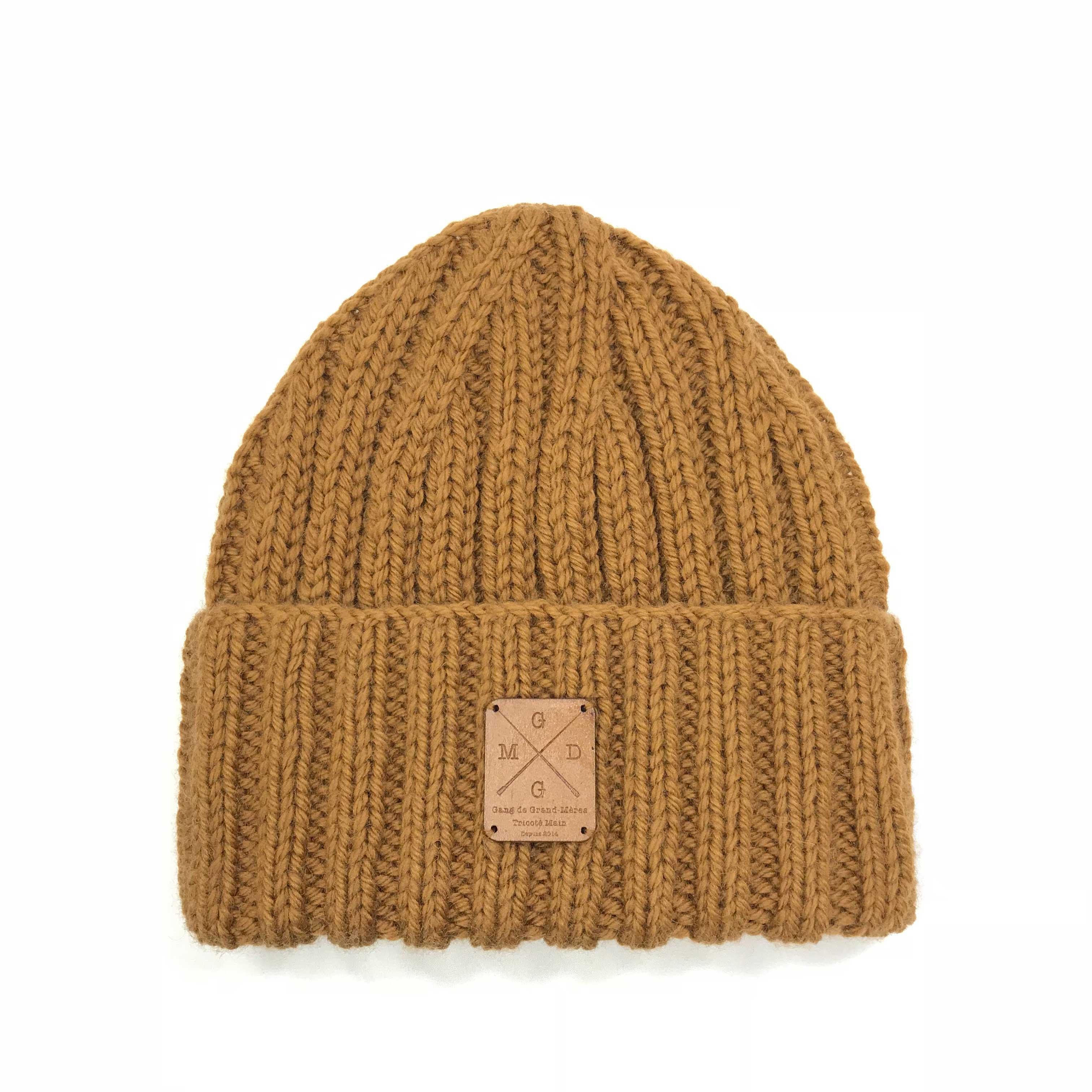 5e55e4ac31 5 h, c'est le temps passé par Chantal, Maryse ou encore Christiane, les  tricoteuses du GANG DE GRAND MÈRE, pour vous confectionner ce bonnet stylé  avec une ...